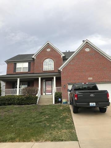 Spacious Derby House - Louisville - Ev