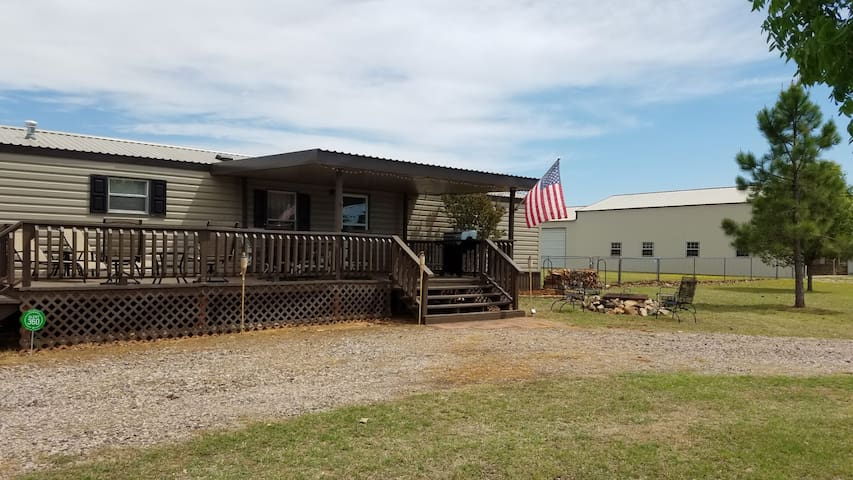 Pet Friendly Peaceful Lake Texoma Cabin