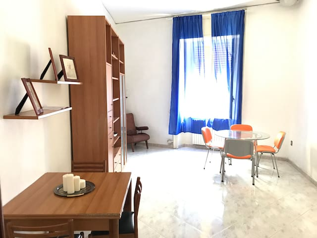 The Heart of Naples: 8 places in 7 bright rooms - Неаполь - Квартира