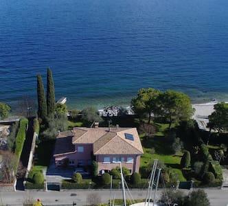 Villa con accesso diretto alla spiaggia - Bogliaco - วิลล่า