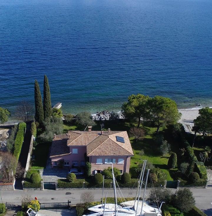 Villa con accesso diretto alla spiaggia