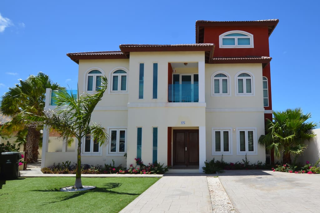 Deluxe Five Bedroom Villa with Private Garden and Pool