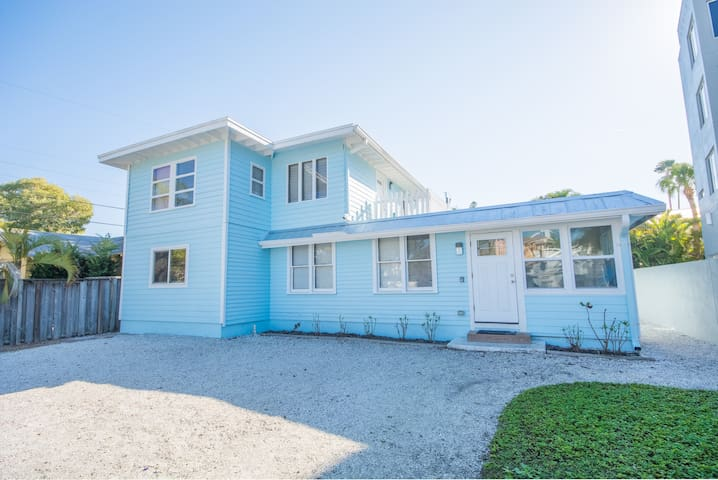 Beach across the street - 2 bedroom - Siesta Key - Rumah
