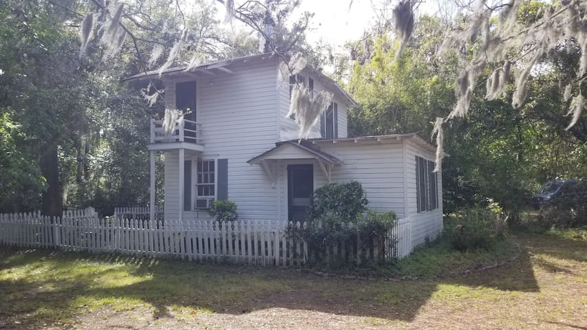 Marshwinds Cottage 15 minutes from Tybee and HD