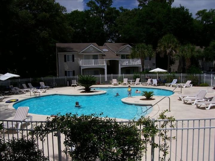 Awesome Beach Condo, sleep 6-8,Pool