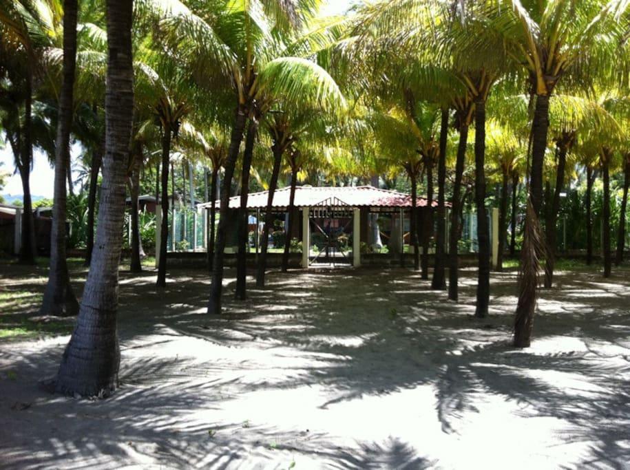 Rancho Hamaquero frente al mar