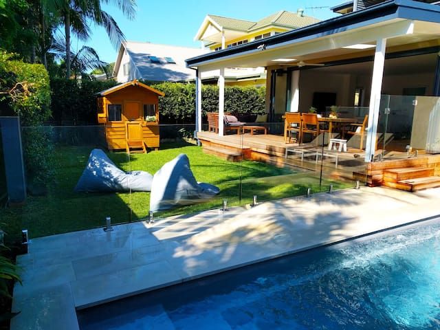 Sunny spacious family home + pool, close to beach - North Manly - Haus