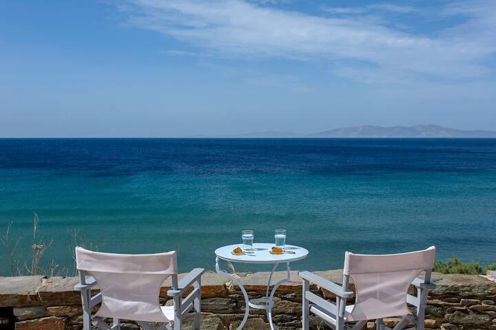 Lapis et Ora - house by the sea