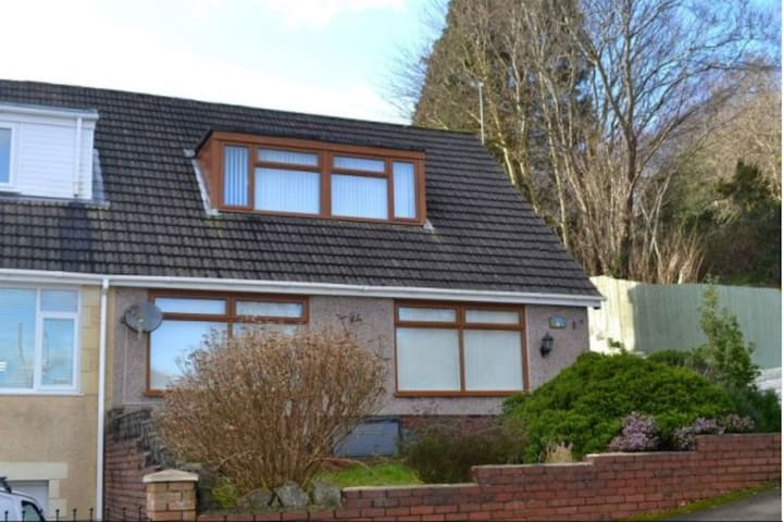 Spacious semi-detached 4 bed, 2 bath family home