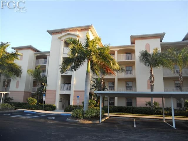 Spacious Condo in Banyan Trace - Cape Coral - Apartment