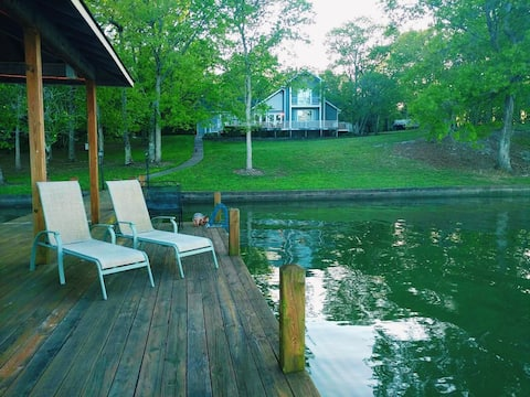 Cozy home on Chickamauga Lake with private dock