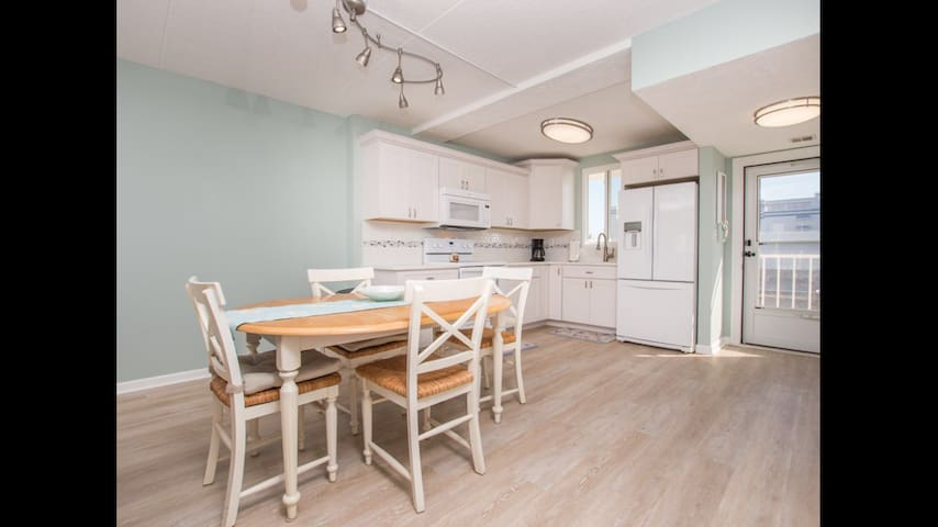 Beautifully renovated Wight Bay Condo 2bdrm 2Flbth