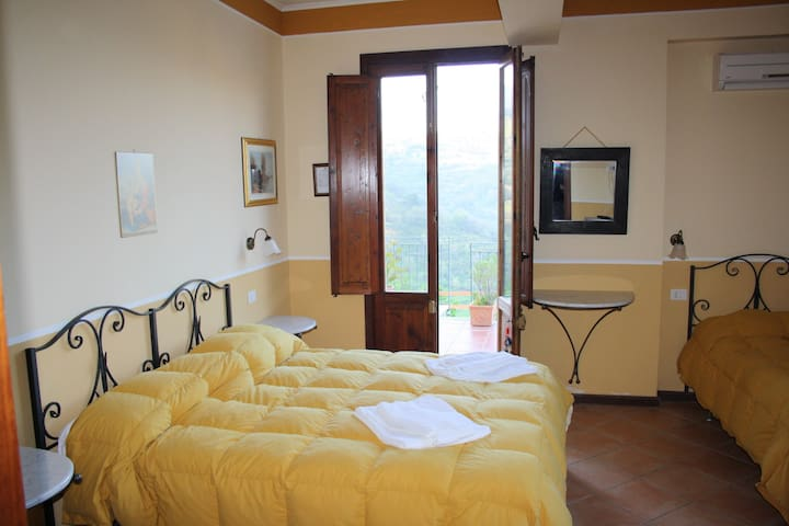 LRT03 Triple Room in a Tower - San Piero Patti - Penzion (B&B)