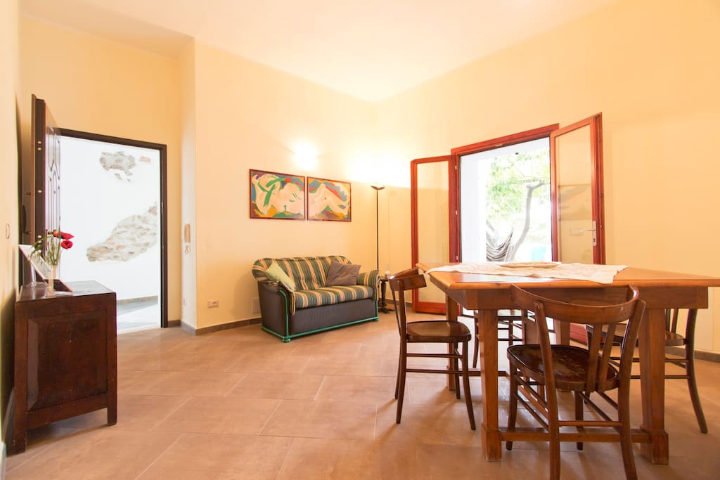 A spacious and renewed appartment right in the center of the old village