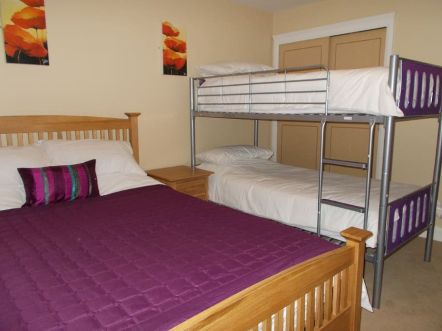 en-suite family or can sleep 4 adults