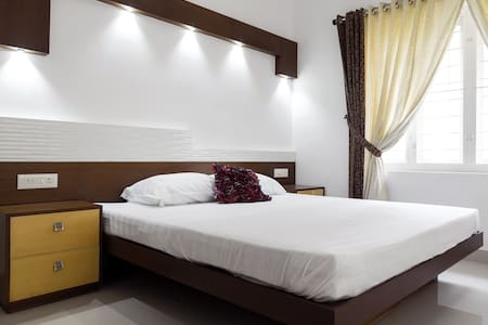 Erackath Luxury Apartment behind Oberon Mall - Kochi - Apartment