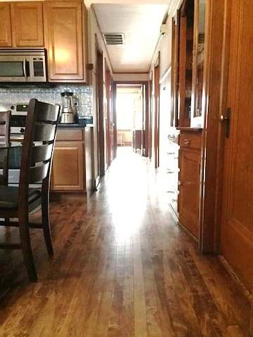 Apartment 3 bedroom/WIFI/ 5 min to MIDWAY airport