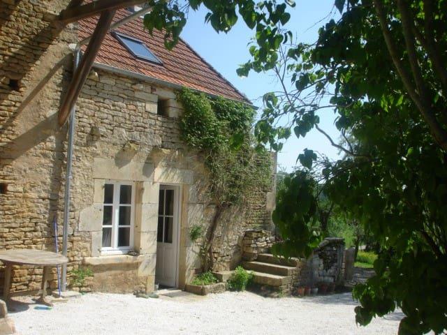 Côté jardin Gîte - Sauna et piscine