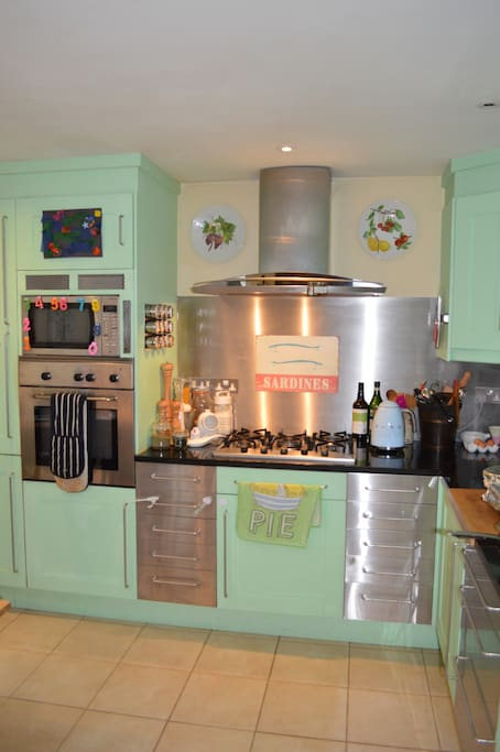 Large kitchen with microwave, oven, gas hob, dishwasher, washing machine & tumble dryer