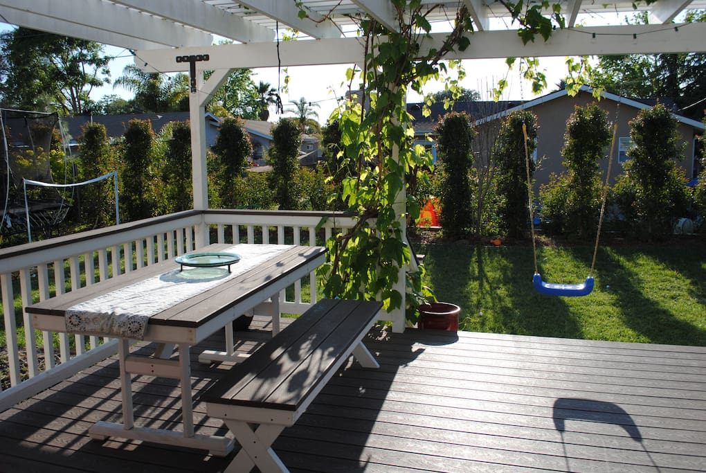 Large eating area on the deck