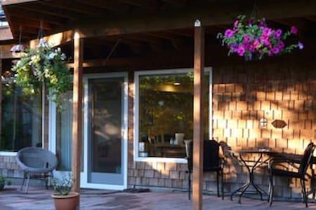 Seahurst Garden Studio - Burien