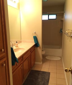 Cozy private room / bathroom - McAllen - Casa