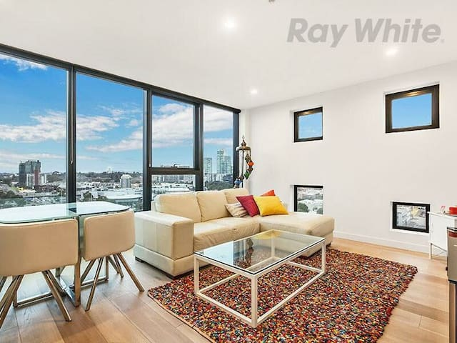 Bright Apartment in Southbank - private room