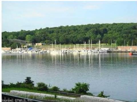 Quiet 1-bedroom, 1.5 Bath Waterfront Condo