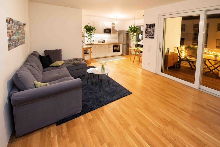 Charming Apartment with Balcony /40sec to Rhine :)