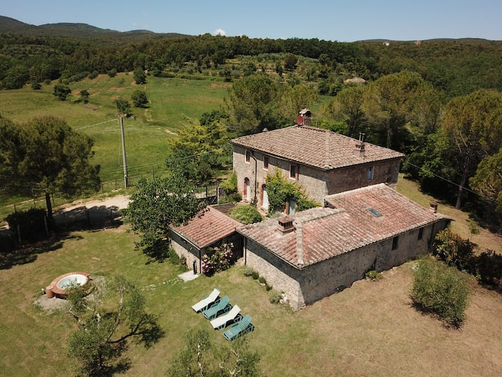 Beautiful Country House, near Siena with jacuzzi