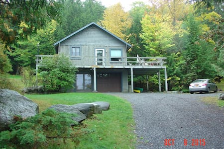 Cottage w beach, lake & mtn views - Kabin