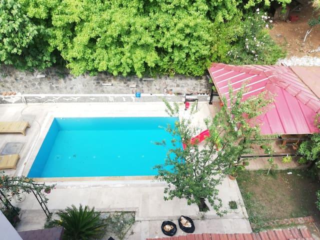 Marmaris'te tatil 3+1 havuz kullanımlı daire