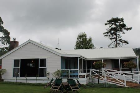 Golden Valley Retreat - Waihi - Bed & Breakfast
