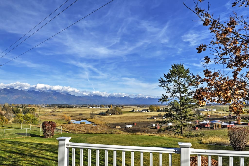 From the property, you'll enjoy fantastic views of the Columbia and Swam Mountain ranges.