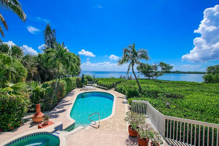 HARBOUR HOUSE CAPTIVA BAYFRONT- PRIVATE DOCK