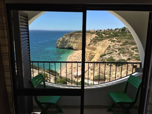 Nice apartment with really stunning beach views! - Carvoeiro - Apartemen