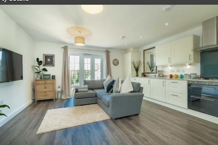 Spacious double bedroom close to Harpenden Station - Harpenden - 公寓