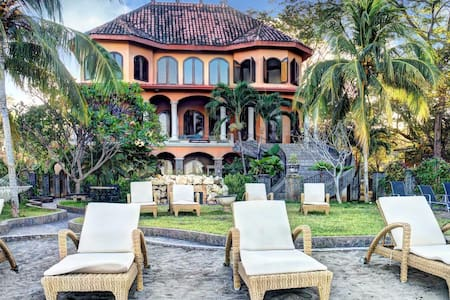 Casa Taj beachfront luxury villa - Playa Flamingo