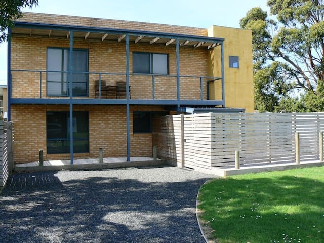 Double-story, pet and family-friendly spacious house in the heart of Apollo Bay.