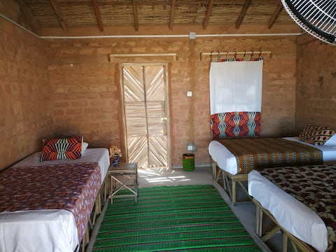 Habitación triple con baño compartido en Mar Lodj