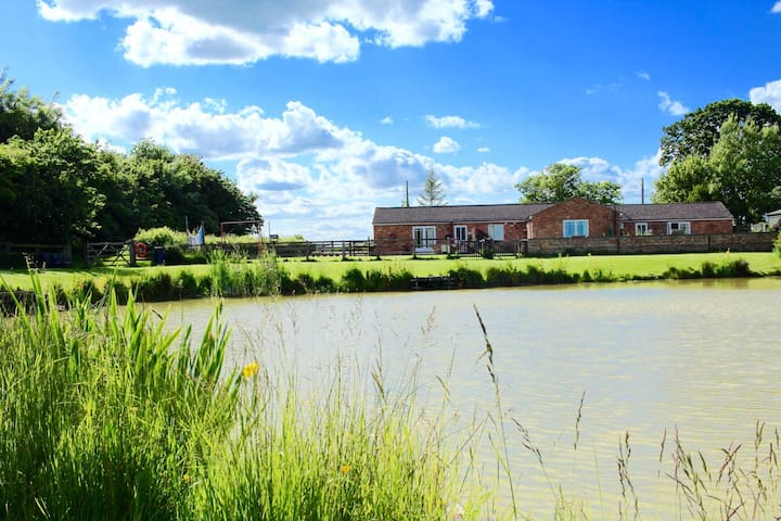Lilac Cottage with private fishing - Burgh Le Marsh, skegness - Huis