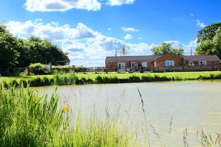 Lilac Cottage with private fishing - Burgh Le Marsh, skegness - Casa