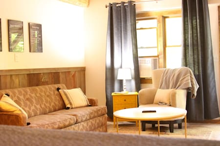 Cozy Historic Cabin - King Suite - week days only