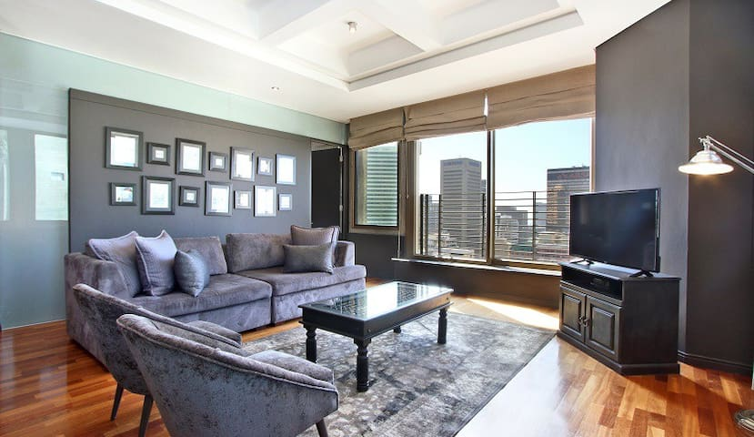 Executive-style City Center Apartment Penny