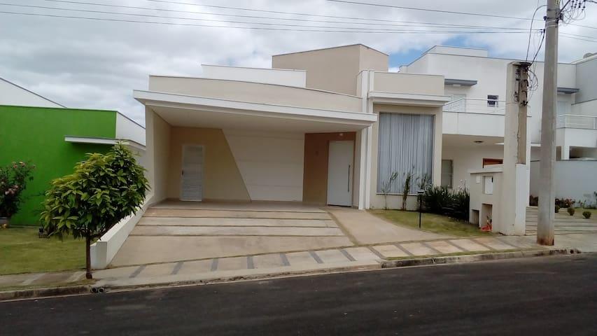 Casa em condomínio no centro de Araçoiaba da Serra - Araçoiaba da Serra - Dom
