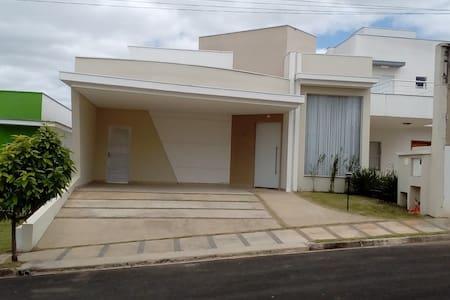 Casa em condomínio no centro de Araçoiaba da Serra - Araçoiaba da Serra