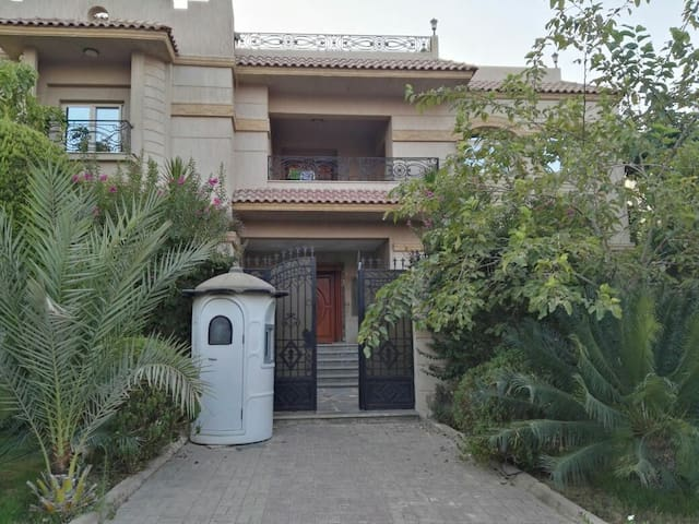 Luxury vila in the center of new cairo