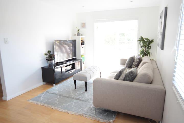 Renovated 2 Bedroom Beach Lifestyle Apartment - Dee Why - Apartamento