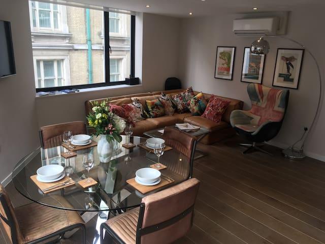 Spacious Luxury Strand apartment