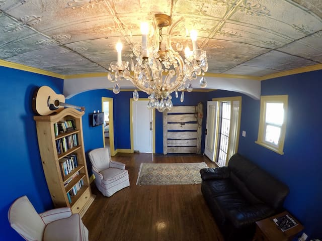 1920's Vintage Craftsman Cottage - Lawndale - Ev